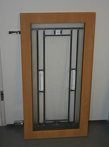 Glas in lood in keukenkastdeurtje i.o.v. een keuken centrum in zwijndrecht 1 Groot.