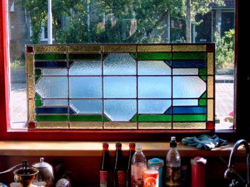 Bent u opzoek naar een mooi kado voor een speciale gelegenheid? denk dan ook eens aan een glas in lood raam op maat, zie hier een exemplaar t.b.v. een huwelijks geschenk.